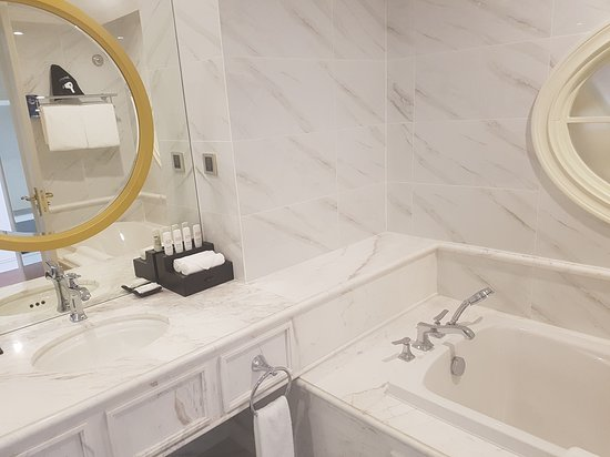 Radisson Blu Resort Phu Quoc: Ultra modern with separate bath.
