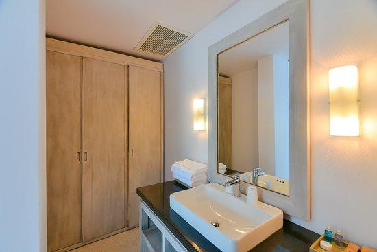 Casa Marina Resort: Bath room