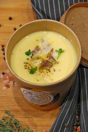 Garlic cream soup with smoked mackerel