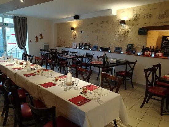 Champagne-Saint-Hilaire, France: Salle du restaurant pour organiser vos événements...