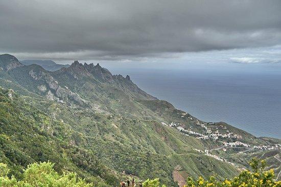 Tenerife, Espanha: Las Montanas de Anaga взор на северо-запад