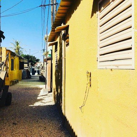 Joal-Fadiouth est une commune du Sénégal située à l'extrémité de la Petite-Côte, au sud-est de Dakar.  Elle réunit en réalité deux villages, Joal – le plus gros –, établi sur le littoral, et Fadiouth – le plus visité –, une île artificielle constituée d'amoncellements de coquillages et reliée à la côte par un pont de bois.