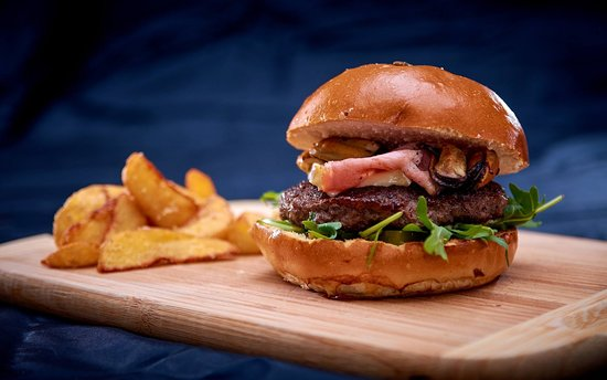 Intense Burger Truffle sauce, prosciutto and mussels. A really intense taste.