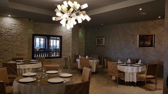 Sidi Bel Abbas, Algeria: LA TRATTORIA : Apporte une touche Italienne à l'Hôtel dans une atmosphère élégante, chaleureuse et confortable de la Dolce Vita en offrant un éventail de spécialités Italiennes allant des plus classiques aux plus originales. LE PETIT PARIS : En Buffet en Menu du Jour et/ou à la carte vous offre un moment de détente et de convivialité avec une cuisine Méditerranéenne riche et varié, ses meilleurs spécialités de poissons et des menus du terroir. Notre chef vous invite à une randonnée gourmande.