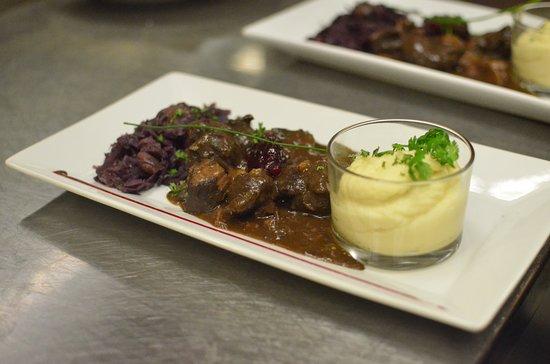La Taverne: Civet de Sanglier  Mousseline de Panais, Chou rouge aux Marrons & sa Quenelle d'Airelles