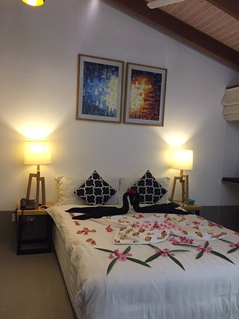 Crystal Sands: Room with beautiful decoration for our honeymoon trip