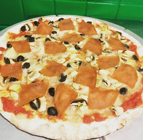 La priccia : veg-cotto, veg-mozzarella,pomodoro, funghi, carciofi e olive nere