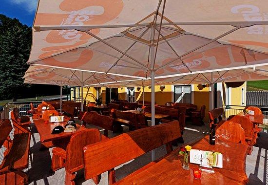 Gasthaus Kickmaier: Im Sommer einfach herrlich, die Terrasse!