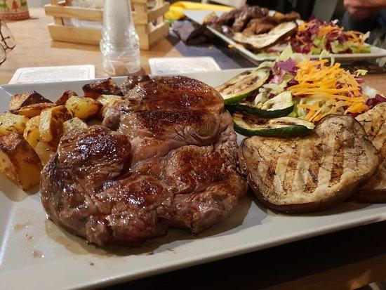 Canarute: Entrecote di carne argentina con verdure grigliate e patate al forno
