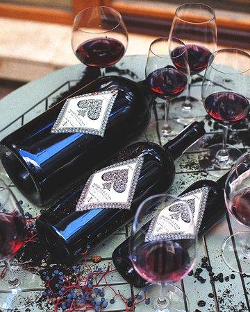 Любим встречи, когда вы собираетесь большой компанией. Специально для таких моментов подготовили выбор больших бутылок вина магнум! Ehi, beviamo qualcosa!