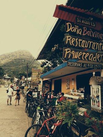 Pueblo Pance en el tradicional restaurante doña Balvina. Despúes de una buena pedaleada un merecido desayuno en compañia de numerosos ciclistas.