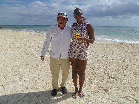Gilberto (Ceviche beach waiter)