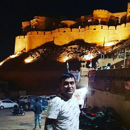 Wow amazing fort with people living in it