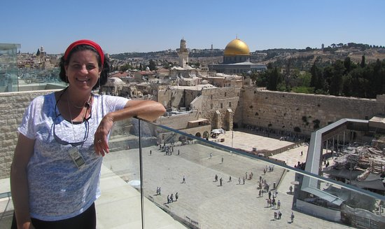 Israel Discovered - Renee Halpert Tour Guide: Join me for a rooftops tour of Jerusalem! View of the Western Wall (Kotel) and Temple Mount/ Dome of the Rock from the Jewish quarter.