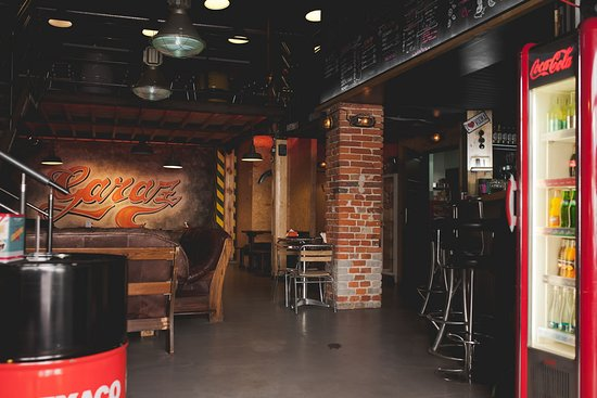 Garaz - restauracja, pub, bar: wnętrza