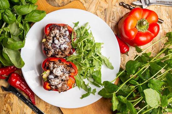 MENU - papryka nadziewana wołowina i sosem gorgonzola