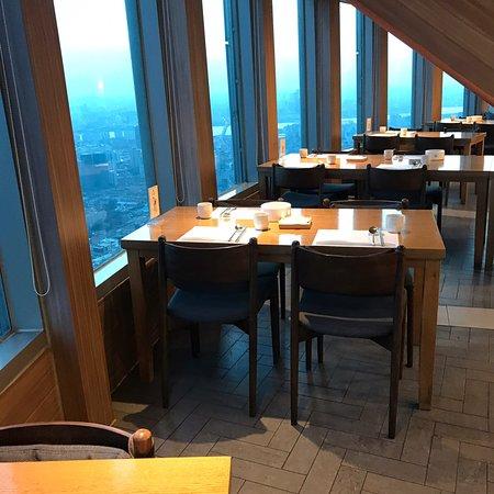 Сеул, Южная Корея: Séoul Tower Restaurant by night 😋👏👍