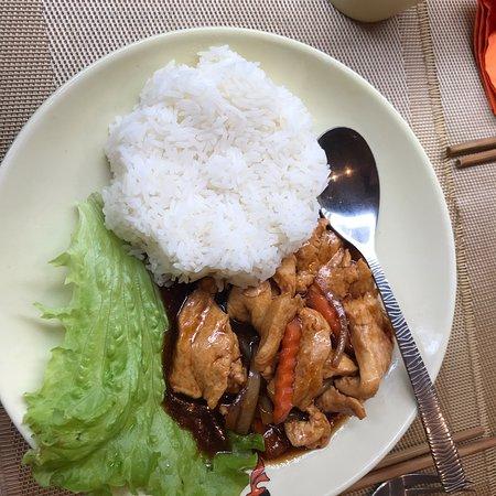 Chao ba: Excellent poulet caramélisé ( caramel fait maison). Je ne suis pas sucré /salé, mais ce caramel est exécuté avec délice sans être sucré.