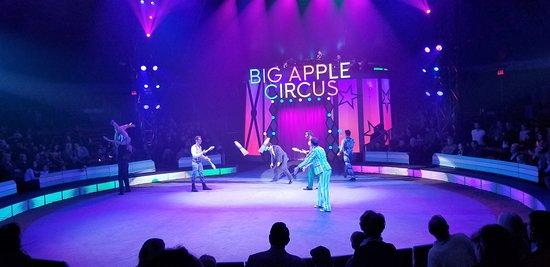 Big Apple Circus: Parade-allez!