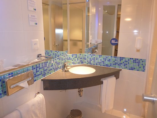 Holiday Inn Express Zurich Airport: Bright and Cheerful