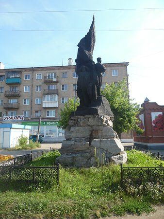 Касли, Россия: monument to the workers and warriors of the ural