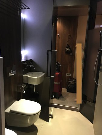 BLOC GATWICK: バスルームからの眺め
