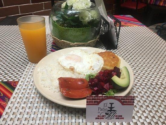 Prueba nuestros almuerzos a partir de las 12:00, almuerzos típicos!!!
