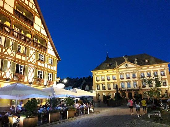 Historische Altstadt: de noche