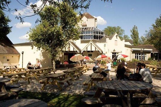 Laindon, UK: Beer garden