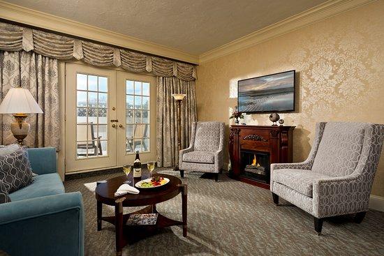 Dan'l Webster Inn & Spa: Dan'l Wester Suite Living Room