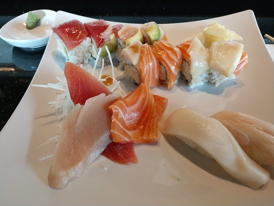 Kaysville, Юта: Generous cuts of fish in the Sushi and Sashimi combo.