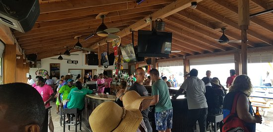 Vibes Beach Bar & Grill: The watering hole