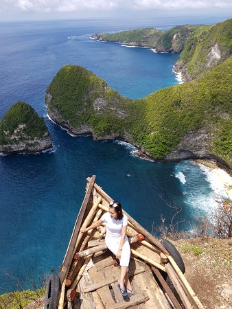 Beautiful view of Paluang Cliff at Nusa Penida, You all should come if you go to Nusa Penida Island. Very near to Kelingking Beach