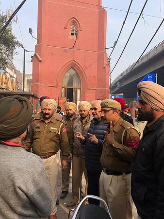 Clock Tower Ghanta Ghar: In this photo the local police is explaining to me all the steps taken by them to ensure smooth and comfortable visit of all tourists. Governor Amolak Rattan Kohli