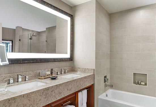 The Woodlands Resort: McHarg Double Bedroom Shower
