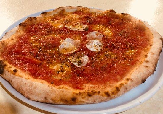 Marinara (classic Neapolitan pizza) 900 Yen