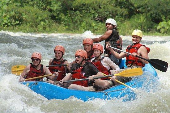 Rafting en aguas tranquilas del río...