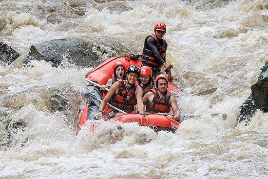 Rafting en el río Maetang al norte de...
