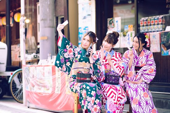 VASARA Kimono Rental, Kanazawa Kenrokuen