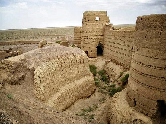 Karshahi Bandit Fort,remains of a stronghold which belonged to Qajari Bandits in the far past like 30 minute drive from my hometown (Badrood) and an hour drive from Natanz.