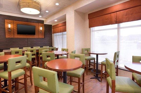 Mount Vernon, IL: Bar/Lounge