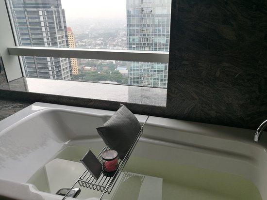 Bath tub with city view