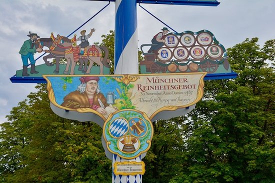 Виктуалиенмаркт: A close up of the lower section of the signage