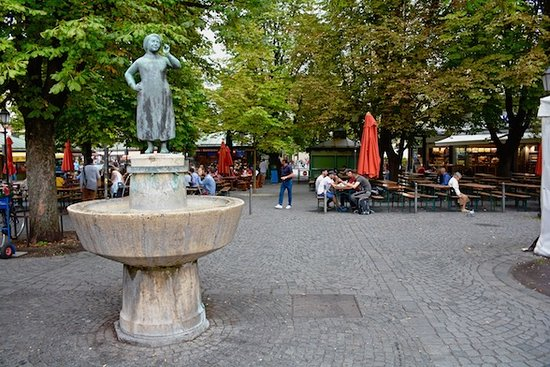 Fountain and picnic benches