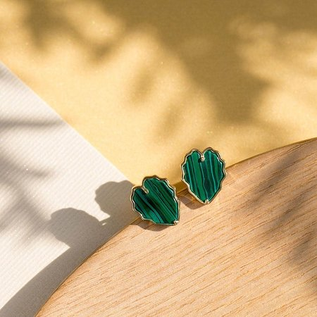 Сингапур: Featuring the mindful company's inspirational and personalised jewelry.