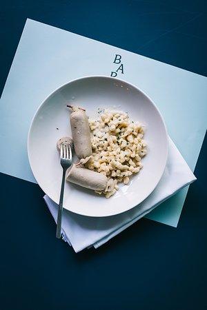 Restaurant Barz: Signature Dish: Appenzeller Siedwurst und Chruutwurst von Urs Fuchs aus Grub AR und dazu Käsespätzli