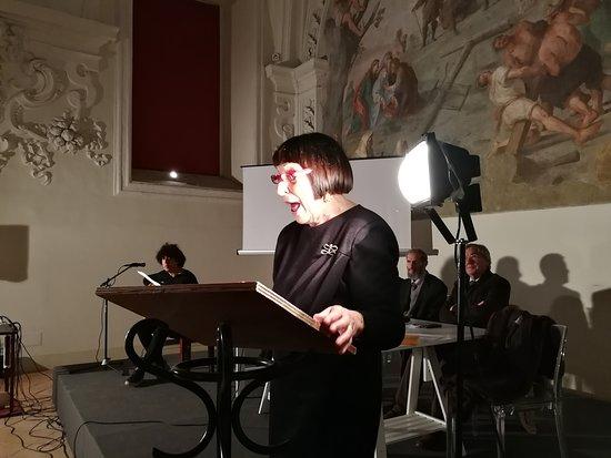 "Anna Maria Ackermann legge brani  di ""sfogliate e sfogliatelle ed altri racconti"""