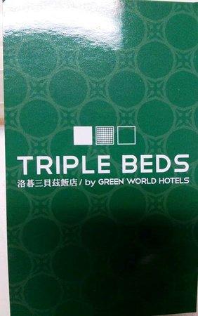 Triple Beds: 旅館的名片正面