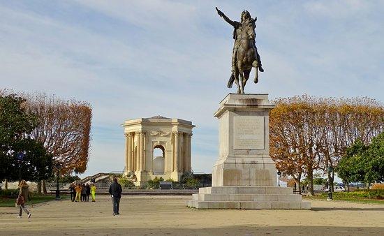 Le Peyrou avec statue de Louis XIV
