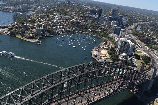 Blue Sky Helicopters: Sydney Harbour bridge